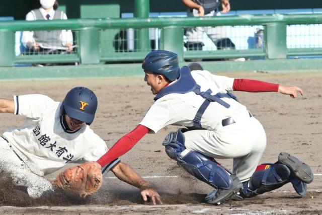 8回表1死三塁、函大有斗・谷口の内野ゴロで本塁へ突入した3走・小浜をタッチアウトにした桧山連合の磯田