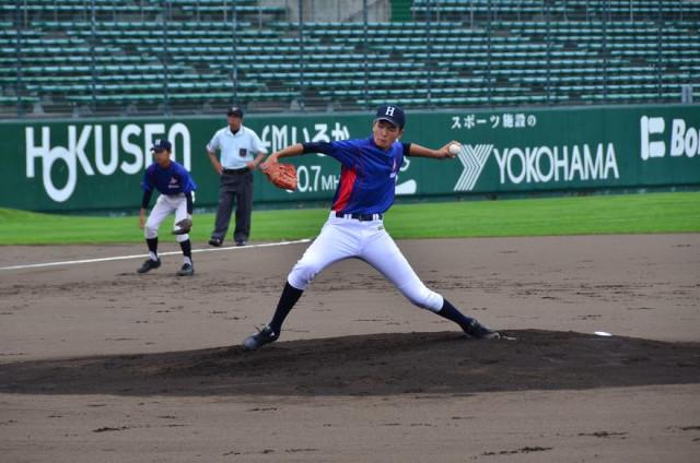 函館選抜の一員としてオーシャンスタジアムで力投する大野中3年の阿部(2017年8月)