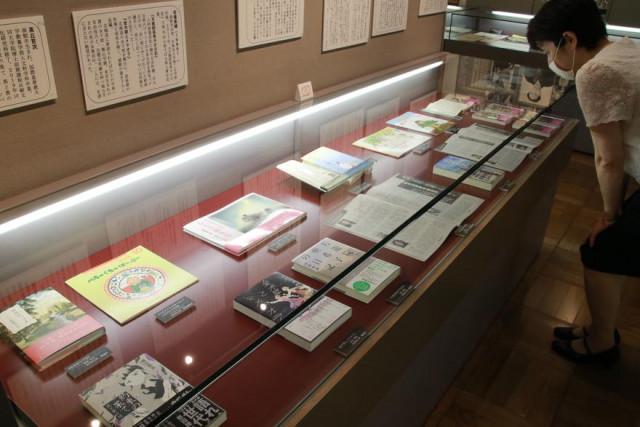 函館ゆかりの作家や函館舞台の作品を集めた収蔵資料展