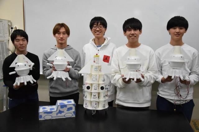 ロボコン全国大会に出場するロボット研究会の学生