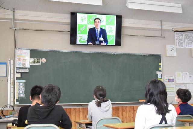 モニターを活用し、租税への理解を深めた教室