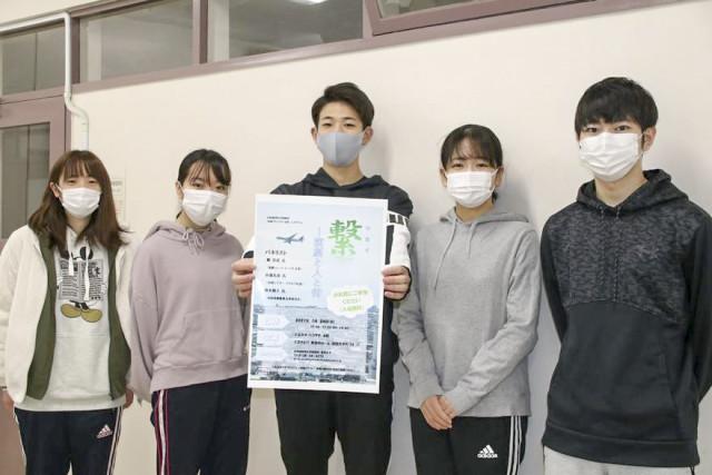 シンポジウムへの来場を呼び掛ける道教育大函館校の学生