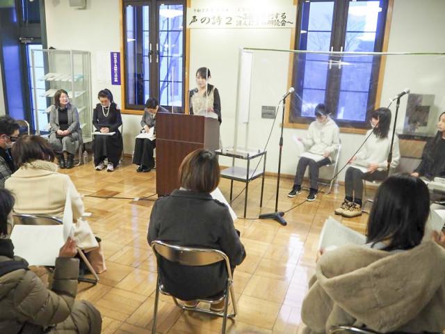 地元で活動する詩人が自作の詩を朗読した「声の詩」