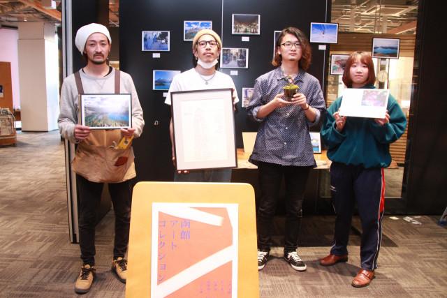 函館アートコレクションへの来場を呼び掛ける(左から)中澤さん、村上さん、吉田さん、伊藤さん