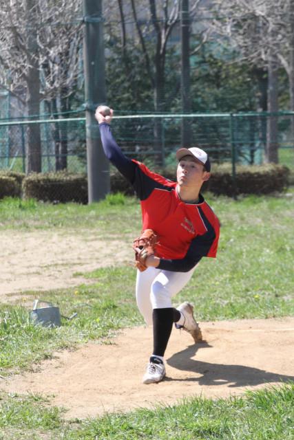 昨秋の感覚を忘れず、投球練習する道教大函館の後藤