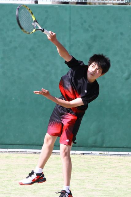 男子シングルスで優勝した佐藤