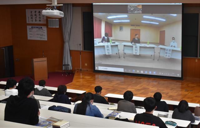 オンラインで裁判員制度や刑事裁判について解説したり、裁判員の実体験を語ったりした出前講座