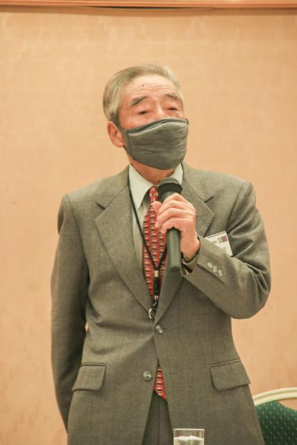 あいさつする平原副会長
