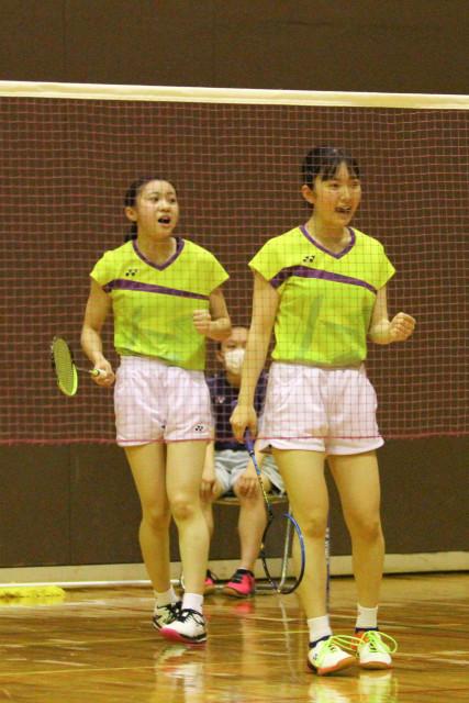 【女子団体戦代表決定戦、森―青柳】女子2冠を飾った森の平井(左)・真浦組