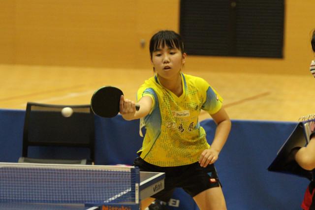 【女子13歳以下シングルス、決勝】冷静にバックハンドで試合を組み立てる鈴木