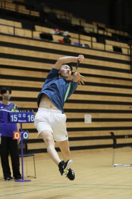 男子シングルスで優勝した長田