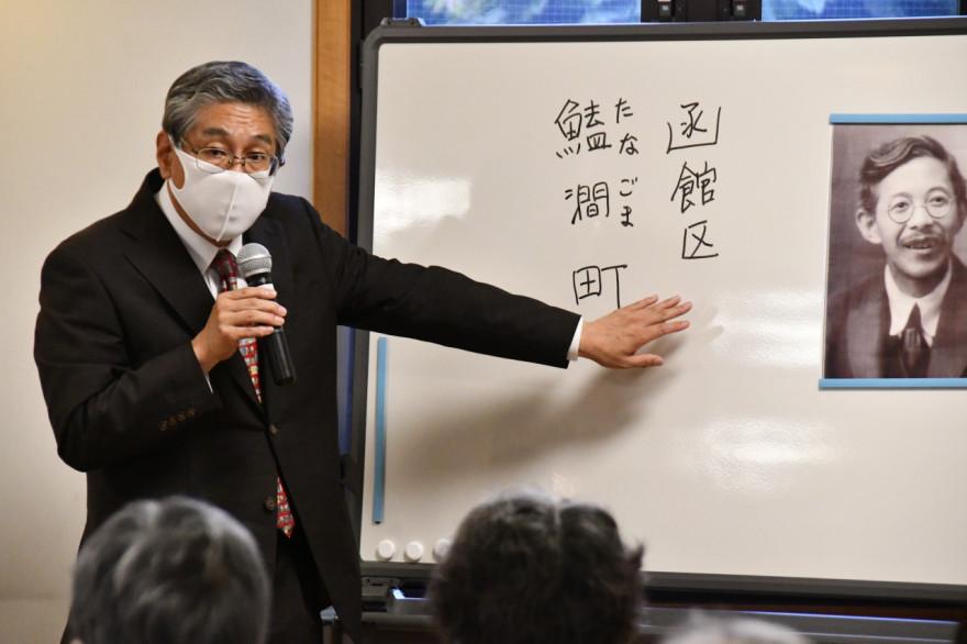 岡田氏と娘の弘子さんの足跡について講話した丹羽さん