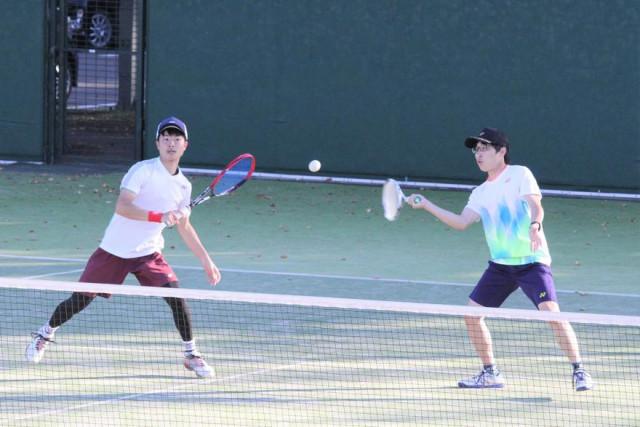 一般男子で優勝した藤澤(左)・藤原